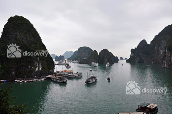 Overview of Halong Bay, Vietnam